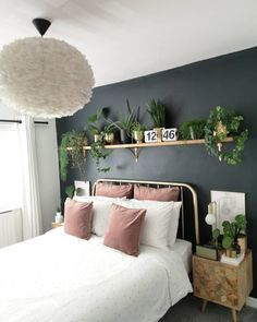 8 Cheap Things to Maximize a Small Bedroom (READ MORE.) decoration salon decoration interieur maison 8 ideas for small bedroom if you're on a budget Space saving idea, Keep colour to smaller details, Neutral colour for walls. Room Ideas Bedroom, Small Room Bedroom, Home Decor Bedroom, Small Rooms, Interior Design Small Bedroom, Bedroom Plants, Decor Room, Bedroom Colors, Bedroom Wall