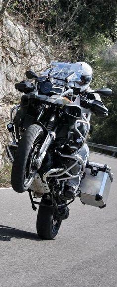 BMW R 1200 GS Adventure allroad motor wheelie