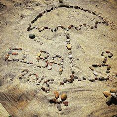 Saluti dalla spiaggia di #lacona a #capoliveri nello scatto di @manuelactis. Continuate a taggare le vostre foto con #isoladelbaapp il tag delle vostre vacanze all'#isoladelba. http://ift.tt/1NHxzN3