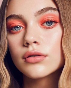 The Pantone Color of the Year has become one of the most exciting announcements in the world of beauty. Once the shade is revealed, beauty obsessives start creating looks using the year's… Dramatic Makeup, Dark Makeup, Skin Makeup, Gothic Makeup, Fantasy Makeup, Makeup Man, Makeup Style, Lemy Beauty, Beauty Make-up