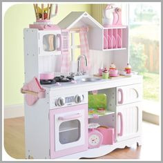 The Cutest Kids Kitchen Playsets Kids Toy Kitchen, Kitchen Playsets, Wooden Play Kitchen, Play Kitchen Sets, Play Kitchens, Kids Playsets, Kitchen Retro, Retro Kitchens, Real Kitchen