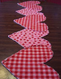 Valentine Table Runner Ruffled Heartstrings by ThePrairieCottage