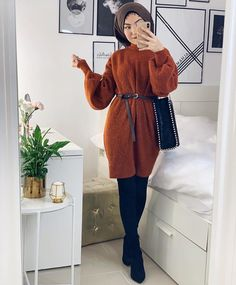 How to wear according to the apple figure body shape – Just Trendy Girls Modern Hijab Fashion, Hijab Fashion Inspiration, Muslim Fashion, Mode Inspiration, Modest Fashion, Hijab Dress, Hijab Outfit, Modest Dresses, Modest Outfits