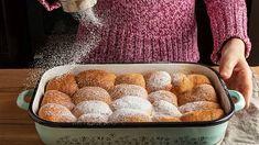 České Honzovy buchty se připravují všelijak. Znáte staré recepty? Cornbread, Tapas, Muffin, Cheese, Breakfast, Ethnic Recipes, Food, Complete Nutrition, Souffle Dish