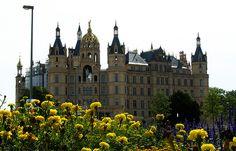 Schwerin - Schloss above the flowers