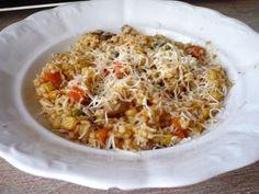 Gombás-zöldséges tarhonya   NOSALTY Paella, Fried Rice, Fries, Ethnic Recipes, Food, Essen, Nasi Goreng, Yemek, Stir Fry Rice