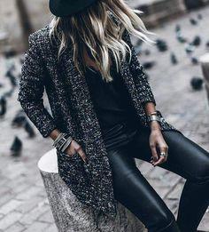 60er Mode, Schwedische Mode, Lange Weste Outfit, Leder Leggings,  Strickjacke, Damen 74847fab22