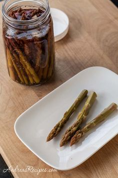 Refrigerator Asparagus Pickles, no canning required. Garlicky, not sweet. Veggie Recipes, Low Carb Recipes, Healthy Recipes, South Beach Diet, Good Food, Yummy Food, Asparagus Recipe, Fermented Foods, Vegetable Side Dishes