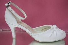 Свадебные туфли белые открытые туфли с закрытым носиком и пяткой круглый мыс низкий каблук украшены  № 2211=11