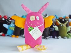 Schutzmonster Glücksbringer Monster pink rosa gelb von CreaktivaArt, €14.00