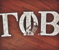 Big/Little mirror mosaic letters. So much fiber glass in my fingers and hot glue burns, but so worth it. Alpha Phi Omega, Kappa Kappa Gamma, Zeta Tau Alpha, Gamma Phi Beta, Mirror Letters, Letter Wall, Sorority Letters, Sorority Crafts, Chi Omega Crafts