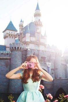Dress for Happiness: The Disneyland Photo Shoot. Some cute ideas for Disney pics Disneyland Photos, Disneyland California, Disneyland Trip, Disney Vacations, Disneyland Photography, Magic Kingdom, Walt Disney World, Disney Pixar, Disney Bound