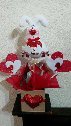 San Valentín Valentine Baskets, Valentine Wreath, Valentine Day Crafts, Be My Valentine, San Valentin Gifts, Crafts To Do, Felt Crafts, Diy Crafts, Valentines Baking