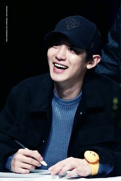 Let's protect this precious because that what's he deserve Exo Chanyeol, Kyungsoo, Rapper, Exo Album, Kpop, Exo Members, Chanbaek, Baby Park, Geek
