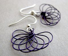 Fan Fun Earrings, a Free Pattern by Albina Manning for Wire-Sculpture.com