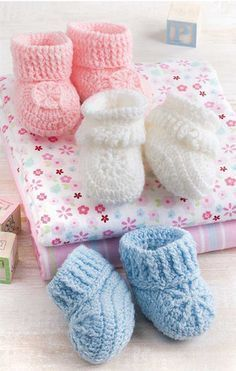 crochet baby ideas Pink Lady Baby Booties Free Crochet Pattern - You can crochet beautiful baby booties as a gift or for your own little one with the Pink Lady Baby Booties Free Crochet Patterns. They are easy.Baby shoes crochet instruction and 23 lo Crochet Baby Boy Hat, Crochet Bib, Baby Boy Hats, Booties Crochet, Newborn Crochet, Crochet Shoes, Crochet Baby Booties, Baby Blanket Crochet, Baby Knitting