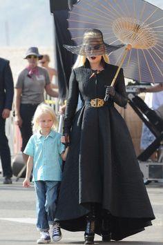 """Lady Gaga tá com figurinos cada vez mais incríveis em """"American Horror Story: Hotel"""""""