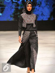Zaskia Sungkar: top and bottom Indonesia Fashion Week, Jakarta Fashion Week, Modest Fashion, Hijab Fashion, Fashion Outfits, Womens Fashion, Blouse Batik, Batik Dress, Model Baju Hijab