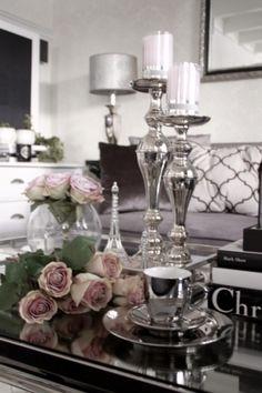 Sett med kopp, skål og askjett i sølvfarget porselen. Fountain, Table Settings, Room, Silver, Bedroom, Water Fountains, Place Settings, Rooms, Rum