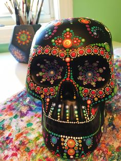 19 ideas painting rocks mandala boutiques for 2019 Sugar Skull Crafts, Sugar Skull Decor, Sugar Scull, Sugar Skull Art, Halloween Makeup Sugar Skull, Sugar Skull Costume, Halloween Skull, Skull Makeup, Vintage Halloween