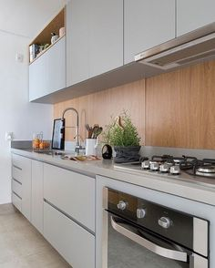 Once found only in the rear of the house, today's kitchen design takes the kitchen out the background. The challenge for kitchen design is in creat… Kitchen Tiles, Kitchen Flooring, Kitchen Dining, Kitchen Decor, Kitchen Cabinets, Interior Design Kitchen, Interior Decorating, Kitchen Modular, Home Kitchens
