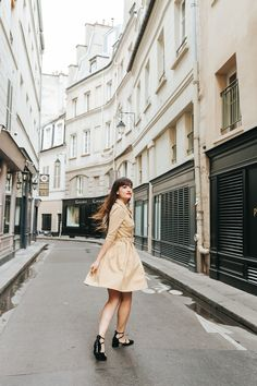 Adore this dress.  #style #blogger #fashion #look #mode   www.meetmeinparee.com