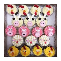 Old MacDonald had a farm........ These little guys helped celebrate a special Birthday on the weekend. I had so much fun bringing them to life! #creating #fun #AMiniKitchen #specialorder #farmanimals #cupcakes #happiness