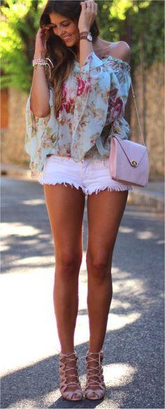 Blouse: Peace by Calao-Buylevard, Shorts: Zara, Heels: Pilar Burgos