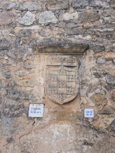 Escudo de los Fernandez de Velasco en cárcel. Velasco, Memes, Coat Of Arms, Meme