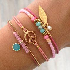 Lovely armcandy - Mint15 | www.mint15.nl Diy Jewelry, Jewelry Bracelets, Handmade Jewelry, Jewelry Design, Jewelry Making, Jewellery, Summer Bracelets, Ankle Bracelets, Bracelet Set