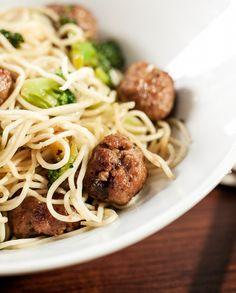 Mini Almôndegas com Noodles