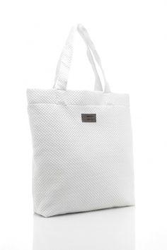 Klasyczna i praktyczna #torba w wersji #maxi. Nie straszne jej żadne ulewy, ponieważ jest odporna na deszcz. Projekt od #LULL, 320zł. Sprawdźcie na #boutiquelamode.com <3
