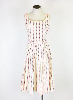 Knots Vintage Dress - Preloved - more → http://fashiononlinepictures.blogspot.com/2013/04/knots-vintage-dress-preloved.html