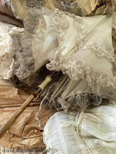 This looks like a parasol for a gypsy tightrope walker. Lace Umbrella, Vintage Umbrella, Under My Umbrella, Lace Parasol, Shabby Vintage, Vintage Love, Vintage Beauty, Vintage Romance, Paper Umbrellas