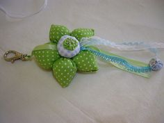 chaveiro verde de flor de fuxico