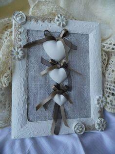 Una creazione di La Botteguccia di Angela Burlap Crafts, Decor Crafts, Diy And Crafts, Clay Ornaments, Wooden Hearts, Bathroom Sets, Handmade Flowers, Picture Frames, Decoupage