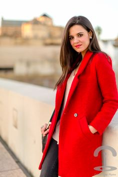 Cordoba Crimenes de la Moda - abrigo rojo - red coat