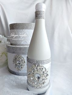 All of these grape container designs offer a bunch of techniques to repurposing and re-invent this every day piece, Are you going to decide to recycle your desired grape flask or repurpose it? Liquor Bottle Crafts, Wine Bottle Vases, Painted Wine Bottles, Diy Bottle, Painted Wine Glasses, Wine Bottle Decorations, Bling Bottles, Perfume Bottles, Decorated Wine Glasses