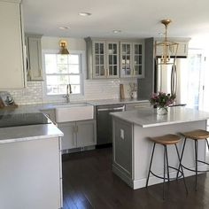 Incredible Farmhouse Gray Kitchen Cabinet Design Ideas - Home Design - lmolnar - Best Design and Decoration You Need Grey Kitchen Cabinets, Painting Kitchen Cabinets, Kitchen Cabinet Design, Soapstone Kitchen, Kitchen Countertops, Ikea Cabinets, Laminate Countertops, Home Design, Design Art
