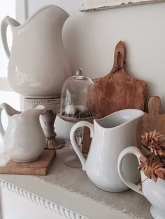 Little Farmstead: Farmhouse Style Spring Decorating - Home Decor Farmhouse Style Kitchen, Farmhouse Chic, Farmhouse Kitchens, White Dishes, White Pitchers, Shabby, Pots, Primitive Kitchen, Country Decor