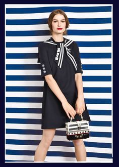 Discover the new Dolce&Gabbana Women's Marina Collection for Summer 2017 and get inspired. Nice Dresses, Casual Dresses, Fashion Dresses, Curvy Fashion, Fashion Models, Celebrities Fashion, Fashion Tips, Fashion Trends, Fashion 2020