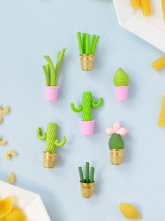 DIY tiny pasta plants to create an indoor garden - Shelterness Diy Craft Projects, Diy Crafts For Kids, Fun Crafts, Arts And Crafts, Craft Ideas, Project Ideas, Pasta Kunst, Pasta Crafts, Pasta Art