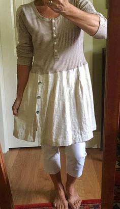 Into upcycled recycled repurposed boho cotton linen tunic dress size M by IsleaublueD. - RECYCLING IDEAS Into upcycled recycled repurposed boho cotton linen tunic gown measurement M by IsleaublueD… Linen Tunic Dress, Linen Skirt, Linen Dresses, Cotton Tunics, Cotton Linen, Sewing Clothes, Diy Clothes, Umgestaltete Shirts, Altered Couture