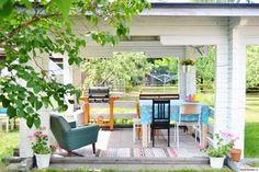 """""""Onneni"""" pihakatoksessa on raikas tunnelma. #piha #puutarha #pihakatos #garden #kodinsisustus #styleroom"""