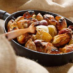 Ainda não sabe o que fazer para o almoço hoje? Que tal Frango à Espanhola: receita rápida e saborosa. Confira na www.flashesefatos.com.br Brunch, Pretzel Bites, Kung Pao Chicken, Ratatouille, Pot Roast, Chicken Wings, Carne, Potatoes, Bread
