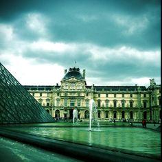 visit the Lourve in Paris