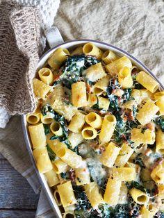 Gratinert pasta med spinat og bacon Rigatoni, Tex Mex, Chorizo, Mozzarella, Vegetable Pizza, Pasta Salad, Pesto, Good Food, Vegetables