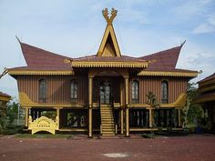 Traditional-House-Of-Riau. Vernacular Architecture, Architecture Old, Style At Home, House Information, Minangkabau, Classic House, Home Fashion, 1950s Fashion, Model Homes