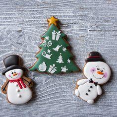 Небольшие снеговики - подарок для деток в детский сад. Удобны для детских ручек. Little snowmen cookies for toddlers. Цены можно посмотреть по ссылке в профиле  Заказы принимаю до 1 декабря. Все новогодние пряники по тэгу #peonycookies_нг  #christmascookies #cookies #royalicing#пряникивмоскве #handmade#cookiedecorating #cookieart#пряникиназаказ #королевскаяглазурь#ручнаяработа…