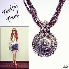 A Turquia continua mandando suas influências de acessórios de verão. São peças com uma pegada exótica, mas que são super coordenáveis com a maioria dos estilos.